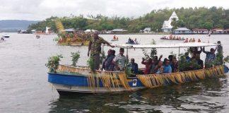 Hadiri Ibadah Syukur Tutup Tahun, Gubernur Disambut Tarian Isosolo